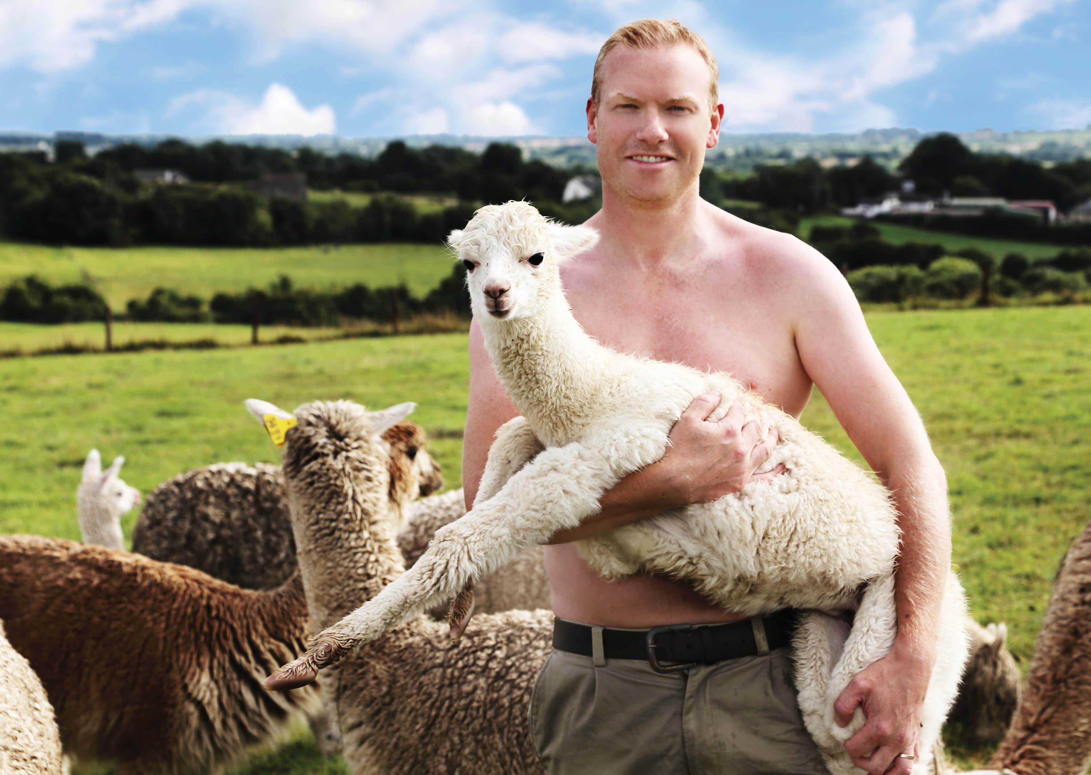 Wenn Halbnackte Landwirte Auf Flauschige Tiere Treffen -8030