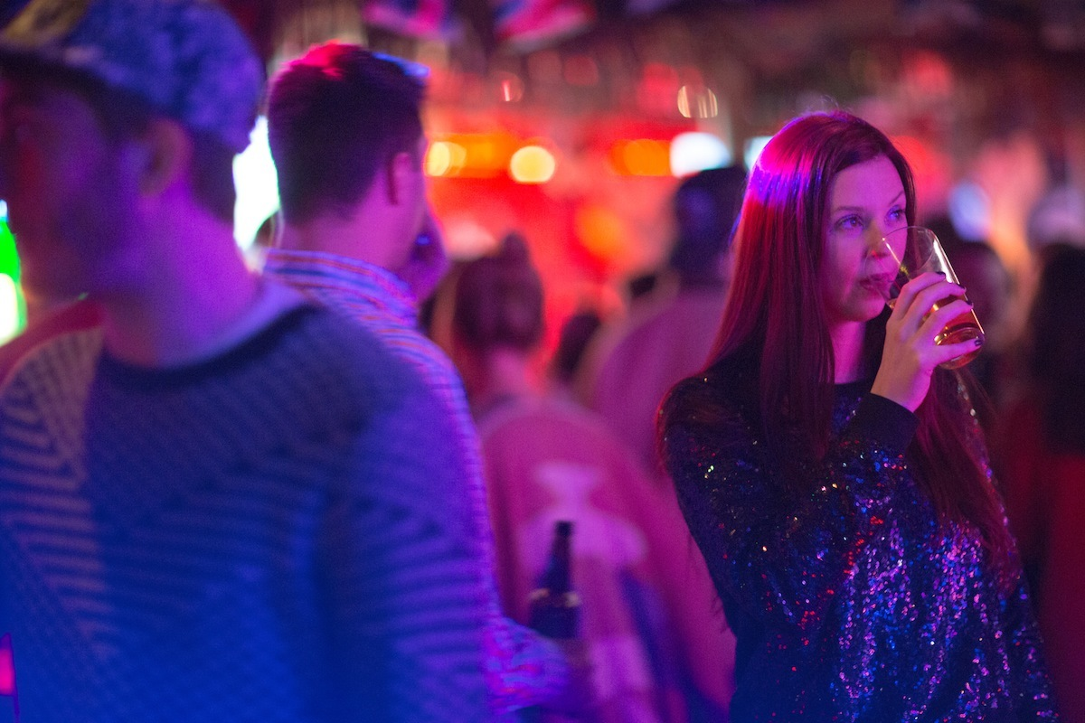 What does it mean to hook up at a party