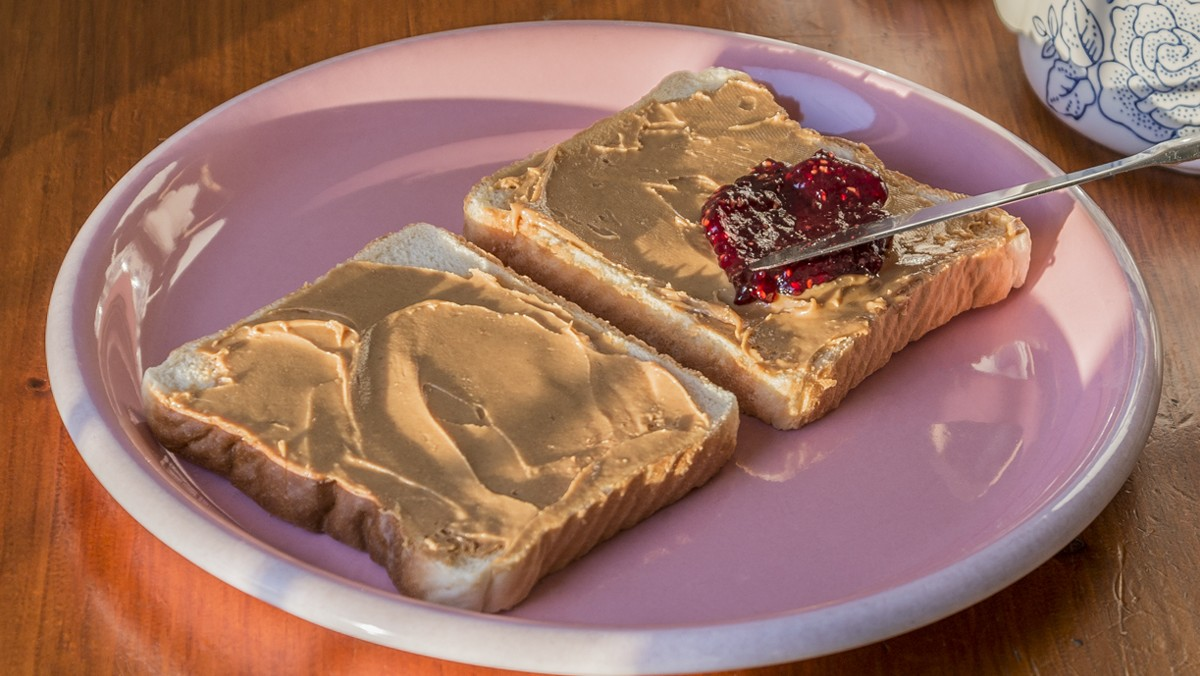 To Honor Mom, Artist Will Stop at Nothing to Make Thousands of PB&J Sandwiches