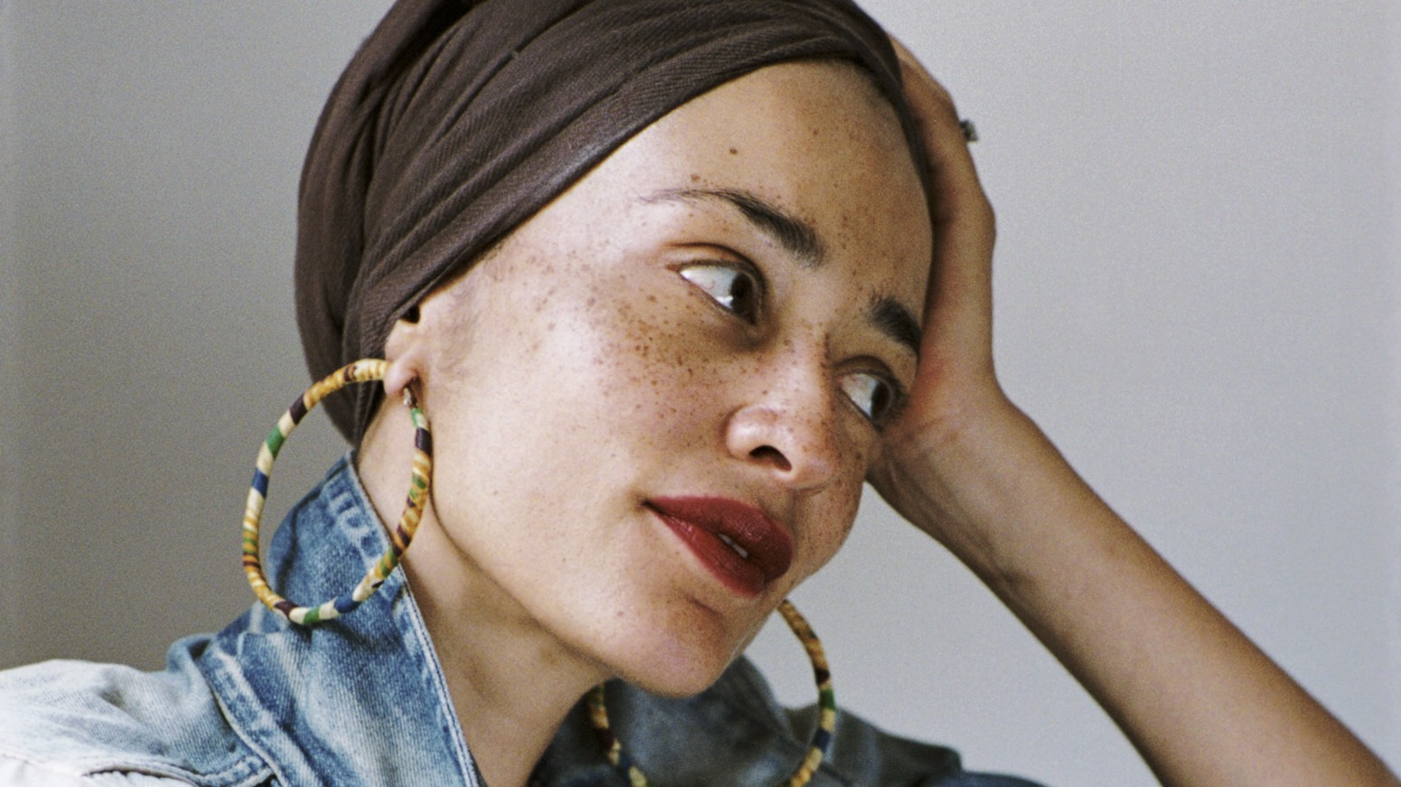 Zadie Smith's New Novel Is an Essay on Fame, Identity, and Conspiracy Theories