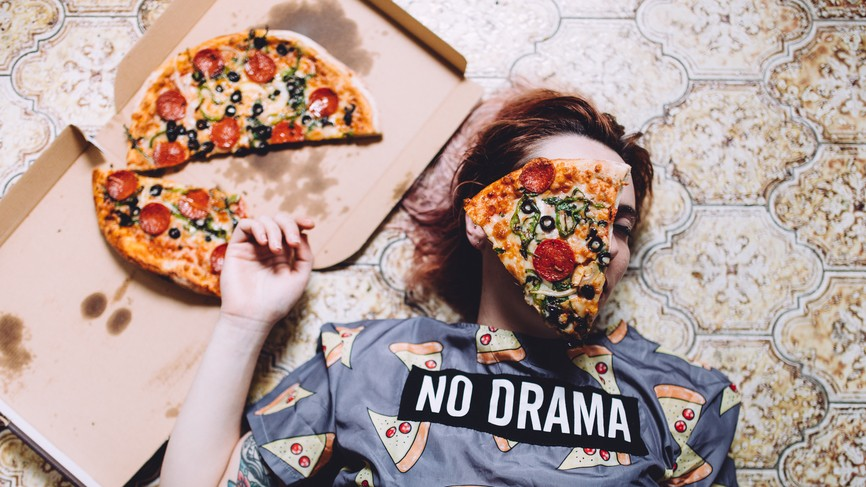 It's Okay That You Eat All the Pizza After Binge Drinking, Science Understands