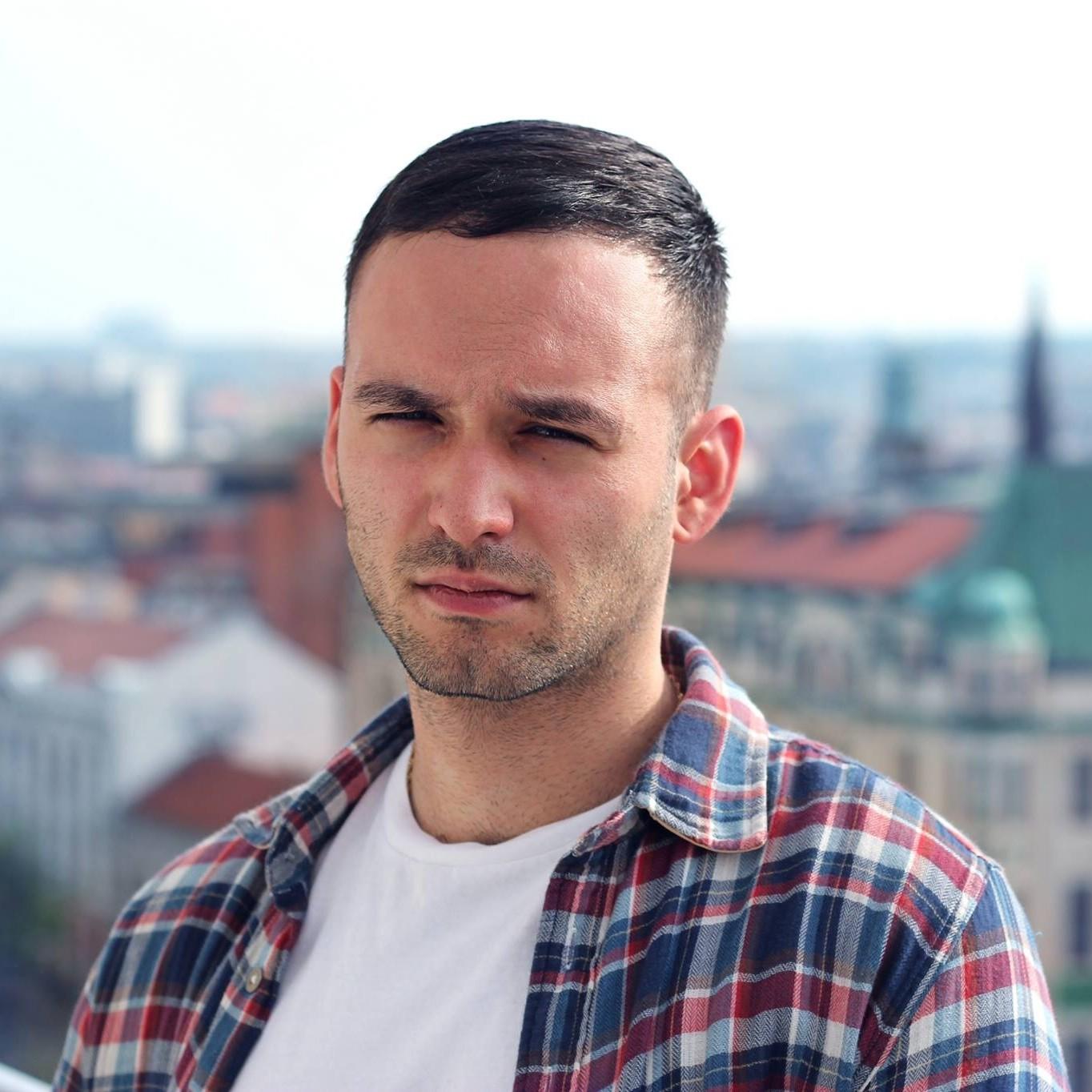 Aleks Eror